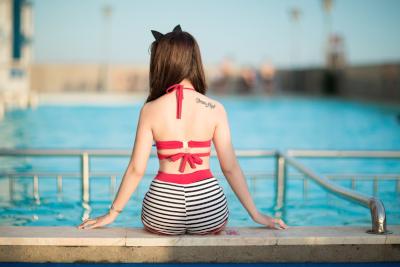 水着の女性